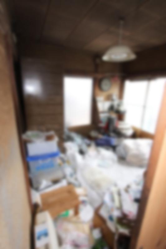 2Fの主寝室にはゴミが散乱していました