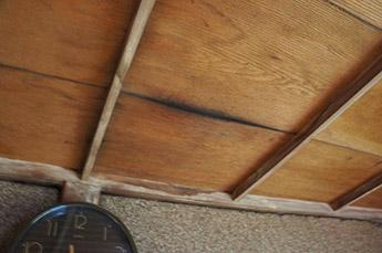 部屋の壁・天井の確認